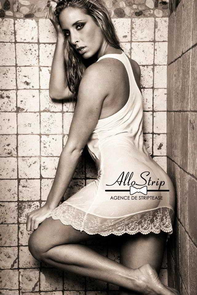 stripteaseuse givors lena
