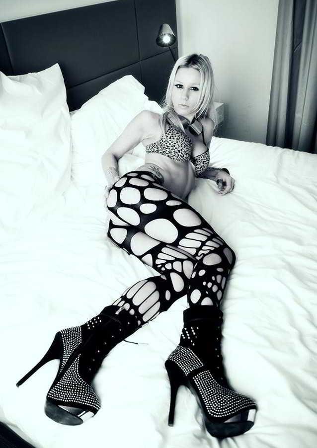 Stripteaseuse Saintes Louana
