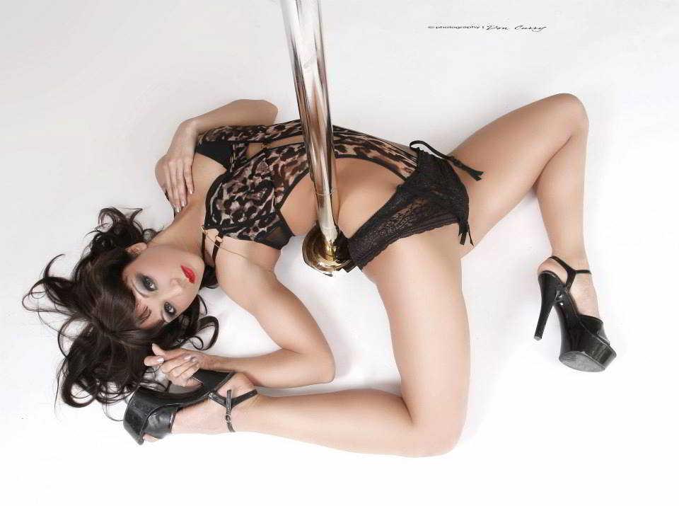 stripteaseuse arcachon aya