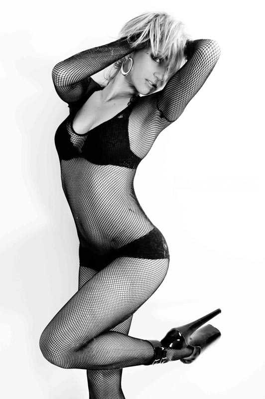 stripteaseuse lormont aya
