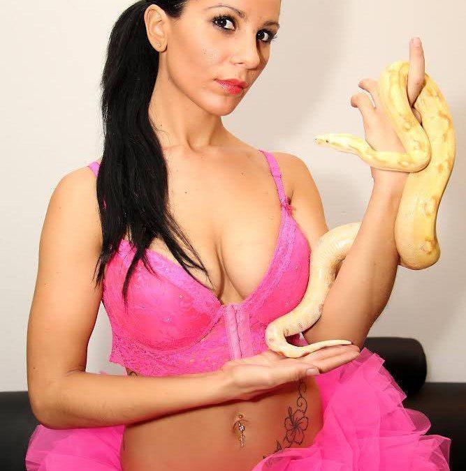 Stripteaseuse Aubagne Nina