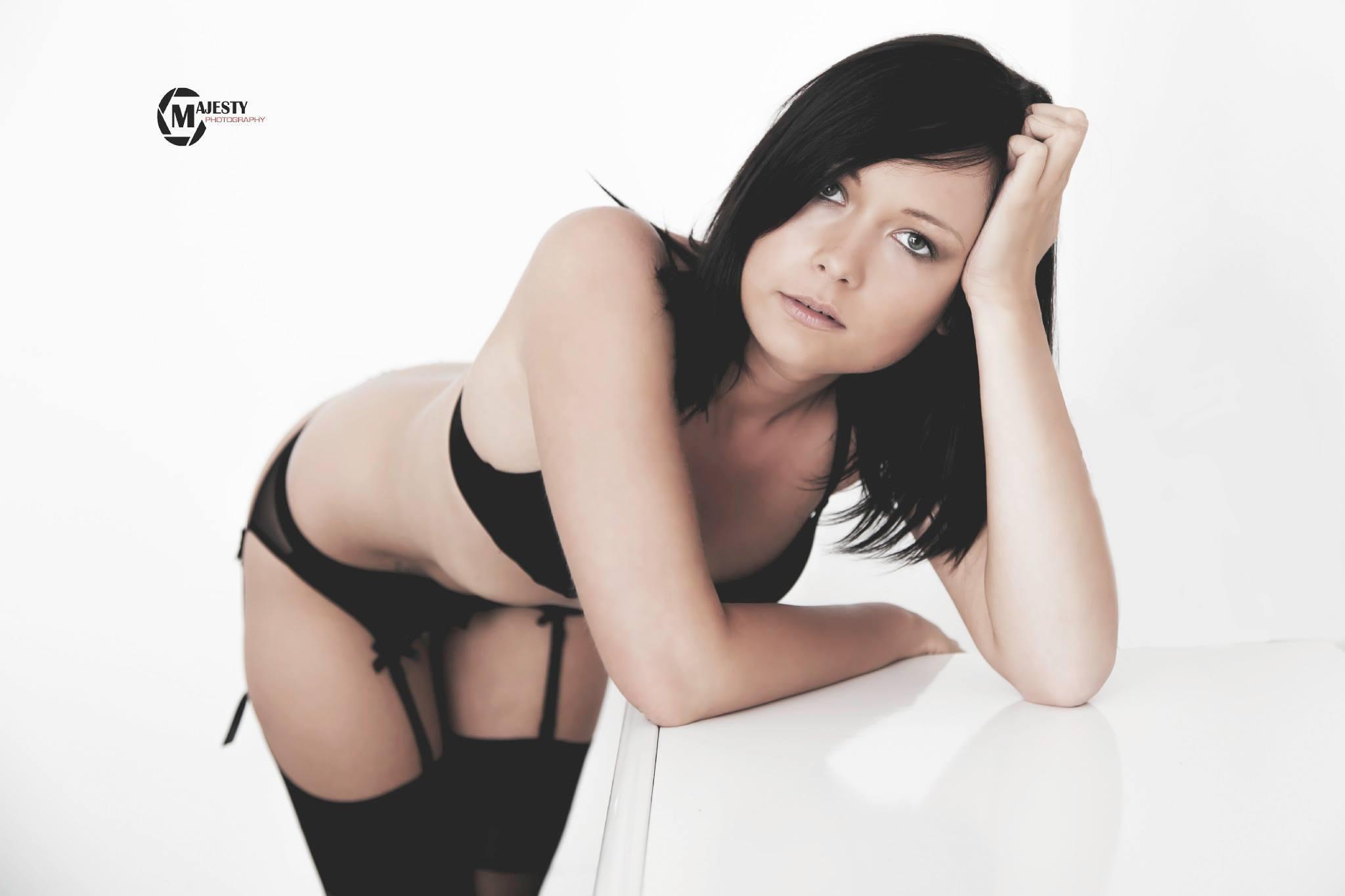 stripteaseuse lens anna