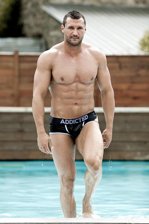 stripteaseur james bond namur Jason