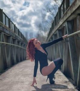 stripteaseuse paris gullia