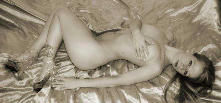 Stripteaseuse La Rochelle Lili Jonzac Royan Niort Rochefort