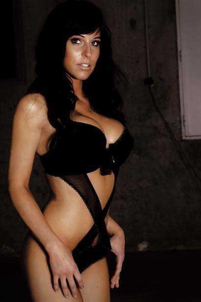 Stripteaseuse Lola  Vienne , Tournon